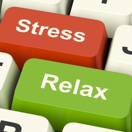 Sottolineare Relax tasti del computer rappresenta la pressione di Online di lavoro o di relax Archivio Fotografico