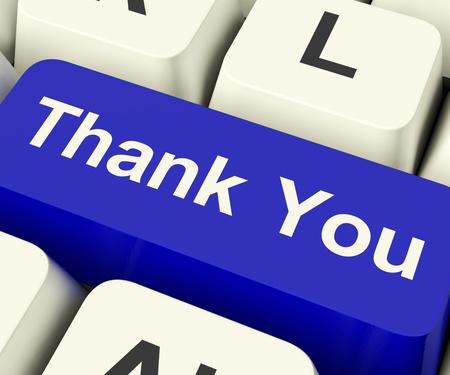 agradecimiento: Gracias Tecla de ordenador como a mensajes de Internet Gracias