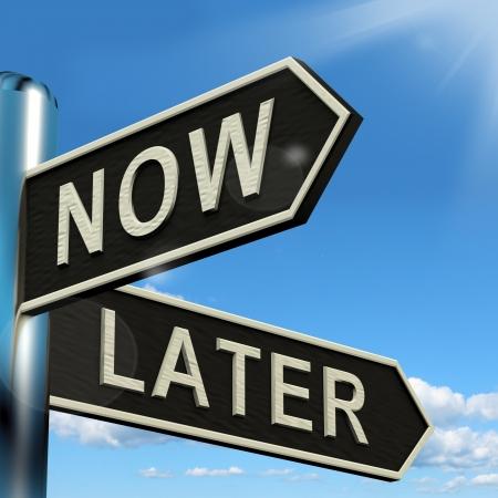 Maintenant ou plus tard d'orientation Affiche Délais de retard et Urgence