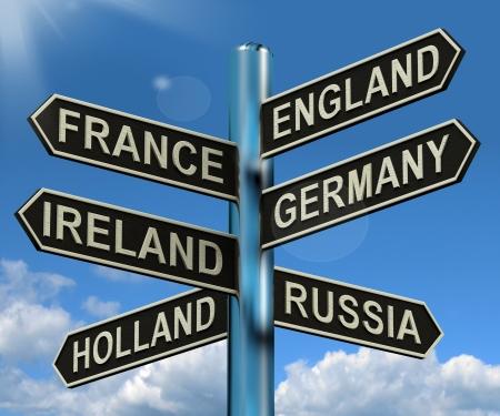 Engeland Duitsland Frankrijk Ierland Signpost toont aan dat Europa Reizen Toerisme en bestemmingen Stockfoto