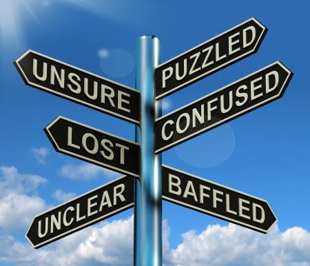 Puzzled Confused Verloren Signpost Shows raadselachtige probleem
