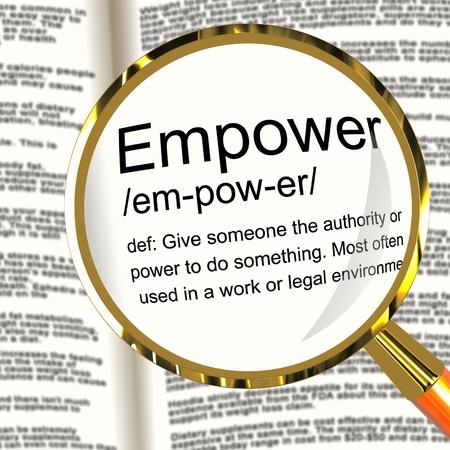 delegar: Potenciar Lupa definición muestra autoridad o el poder dado para hacer algo Foto de archivo