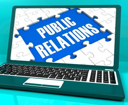 publicit�: Relations publiques sur l'ordinateur portable Affiche presse et la publicit� en ligne
