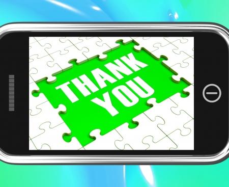 agradecimiento: Gracias sobre textos de Smartphone Muestra gratitud y reconocimiento Foto de archivo