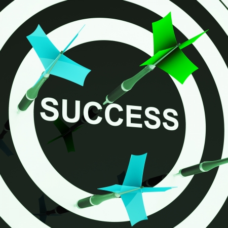 başarısız: Dartboard On Başarı Başarısız Gol Veya Eksik İşler gösterir Stok Fotoğraf