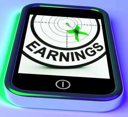 rentable: Ganar On Smartphone Mostrando ingresos rentables y el crecimiento monetario