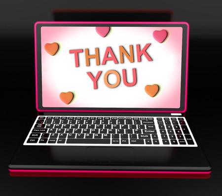 agradecimiento: Gracias On Laptop Mostrar aprecio y agradecimiento Gracias