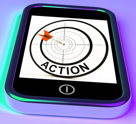 plan de accion: Smartphone Acción Mostrando Actuando para alcanzar los objetivos Foto de archivo