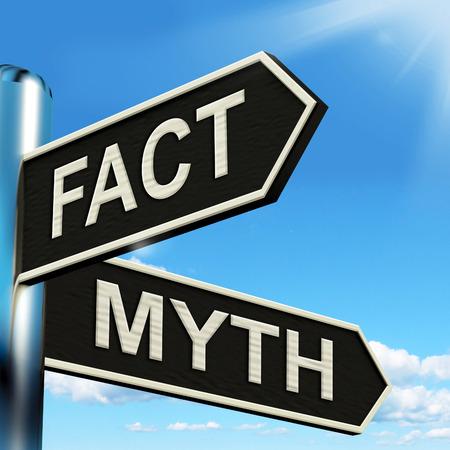 Feit Mythe Signpost Betekenis juiste of onjuiste informatie Stockfoto