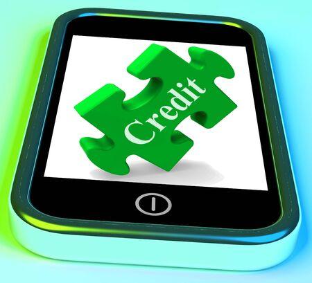 tomar prestado: Smartphone Cr�dito Mostrando Cr�dito Financiero y pedir dinero prestado