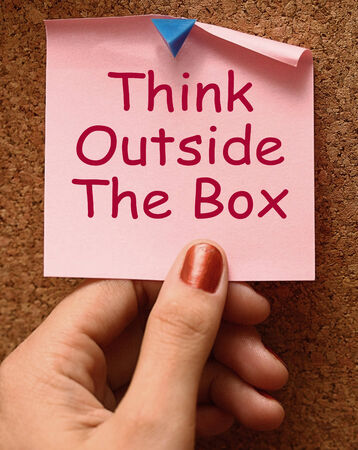 unconventional: Think Outside The Box mezzi diversi pensiero non convenzionale Archivio Fotografico