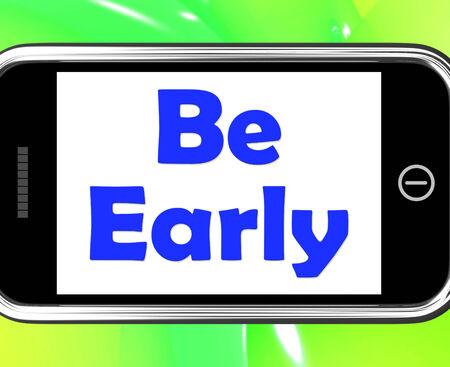 llegar tarde: Sea Temprano en el tel�fono Mostrando llegar a tiempo