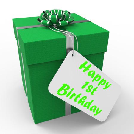cadeau anniversaire: Heureux montrant 1er Cadeau d'anniversaire c�l�brant tournant un