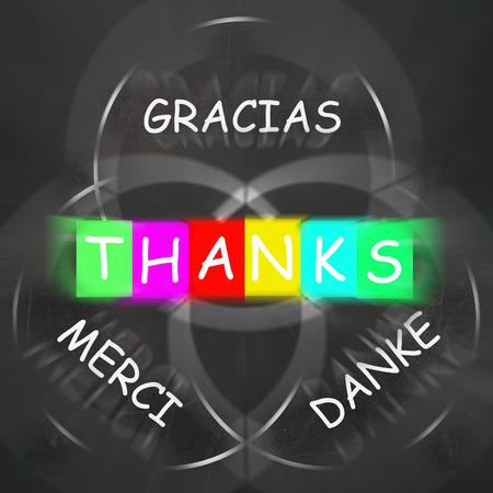 agradecimiento: Gracias Merci y Danke Viendo Gracias de Lenguas Extranjeras Foto de archivo
