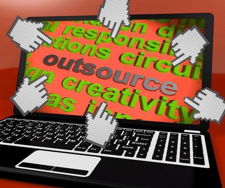 freiberufler: Outsource Laptop-Bildschirm Bedeutung Contract Out, Freelancer Lizenzfreie Bilder