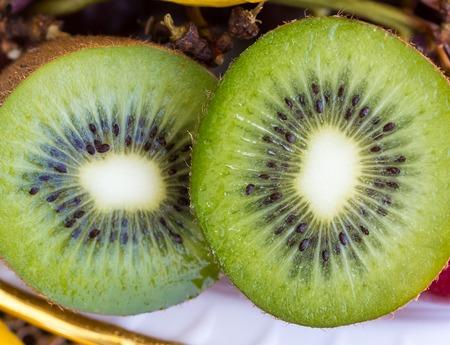 kiwi fruta: Kiwi Fruit Mostrando productos org�nicos y Naturaleza