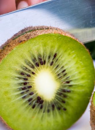 kiwi fruta: En representaci�n de la fruta de kiwi productos org�nicos y naturales Foto de archivo