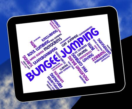 puenting: Bungee Jumping Mostrando Sport Extreme Y Bungees Foto de archivo