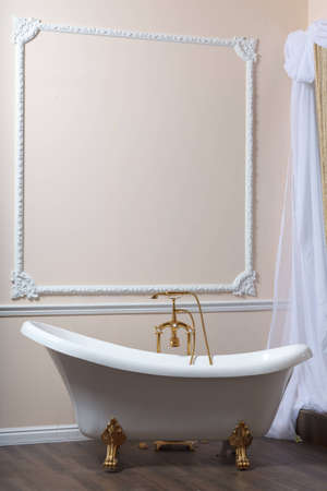 bathtubs: Claw-foot tub in a luxurious bathroom Stock Photo