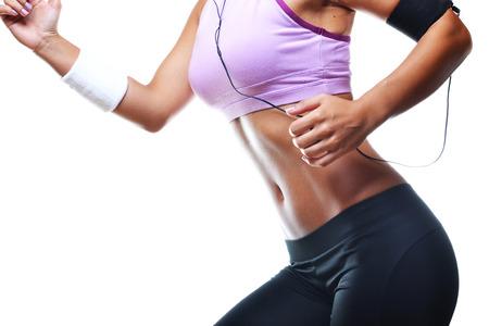 Fitness-Frau, isoliert auf weißem Hintergrund