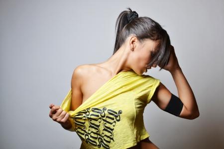zumba: mujer hermosa gimnasio, tiro del estudio