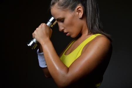 schöne Fitness frau Hanteln, Studioaufnahme