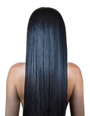 Frau mit langen glatten Haaren, isoliert auf weiß