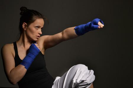 フィットネス女性ボクシング、スタジオ撮影