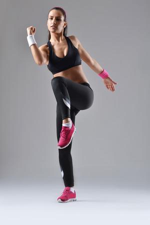 schöne Fitness Frau arbeitet Standard-Bild