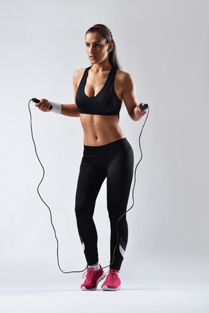 schöne Fitness Frau Seilspringen