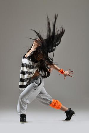 danza contemporanea: hermosa joven baile, estudio tiro