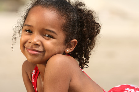 해변에있는 아이
