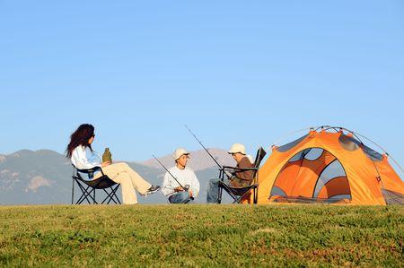 행복한 가족 캠핑