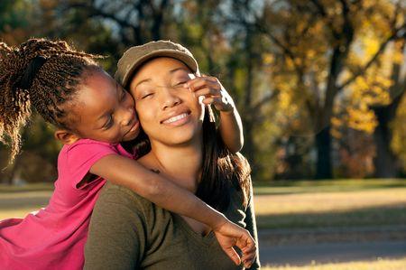 Gelukkig Amerikaans moeder en kind