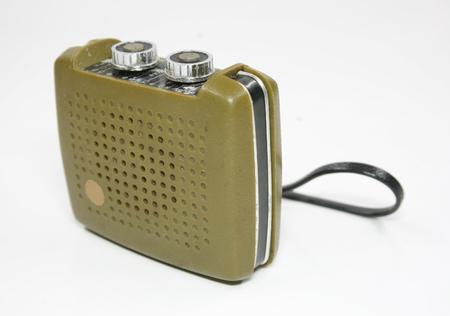 transistor: Transistor de radio de la vendimia aislado en blanco Foto de archivo