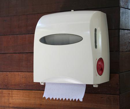 浴室の壁のティッシュ ボックス