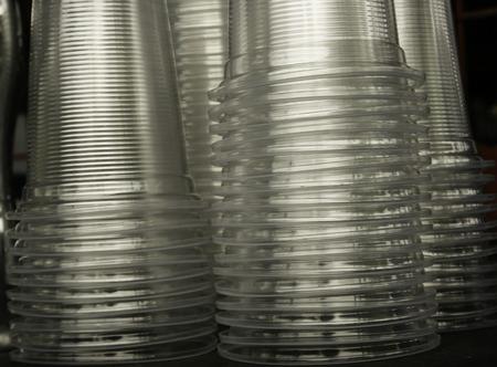 透明なプラスチック カップのスタック 写真素材