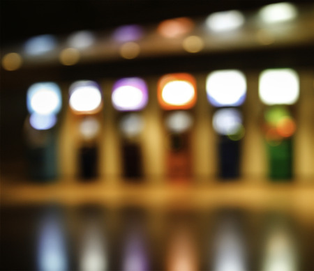 automatic teller machine: M�quina abstracta borrosa autom�tica cajero o ATM en el edificio de poca luz