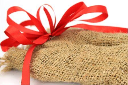 jute sack: sacco di iuta presente con il nastro rosso