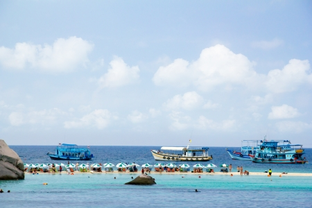 nangyuan: Distant View of Tourist activities on the sea beach at Koh Nang Yuan.