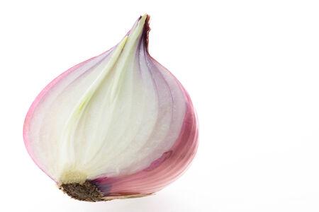 onion isolated: Cortar la cebolla roja sobre fondo blanco