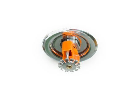 retardant: Close up immagine di spruzzatore del fuoco sul bianco Sprinkler sono parte di un sistema di tubazioni acqua integrato