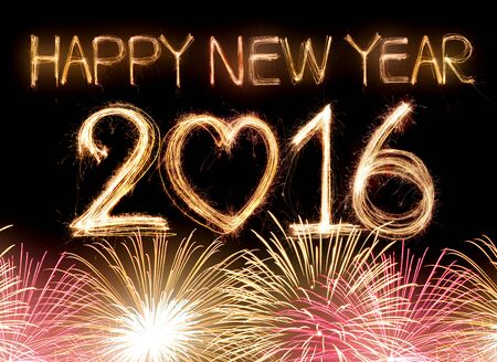 anniversaire: Happy new year 2,016 mot compos� de feu d'artifice de lumi�re sparkler