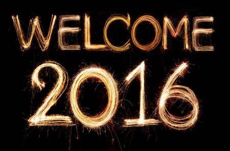 bienvenida: Bienvenido 2,016 palabra hecha de la luz de fuegos artificiales chispitas