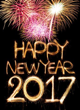 nouvel an: Bonne année 2017 mot composé de feu d'artifice de lumière sparkler Banque d'images