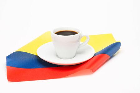 cafe colombiano: Taza de café con la bandera en el fondo blanco