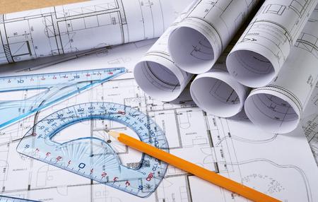 建築計画と鉛筆で家プロジェクトのスケッチ