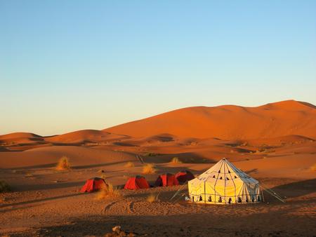 青い空と砂漠のテント 写真素材