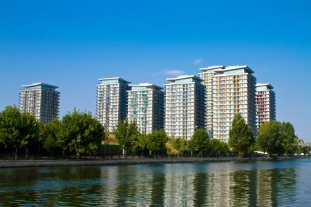 ルーマニアのブカレストでアパートの建物の複合体
