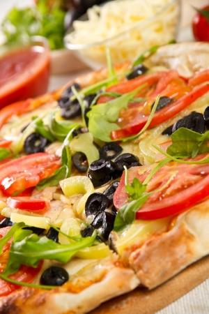 Vegetarian pizza on a wooden board Zdjęcie Seryjne